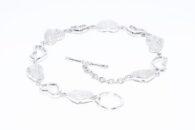 צמיד יוקרה כסף 925 עיצוב לבבות בשיבוץ 10 יהלומים לבנים 10.קרט ניקיון יהלומים: SI3