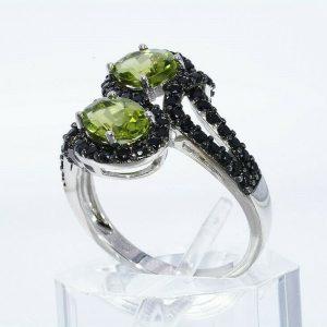 טבעת יוקרה כסף 925 בשיבוץ 2 פרידות משקל: 2.25 קרט בשיבוץ 64 אוניקס 2.10 קרט מידה: 10