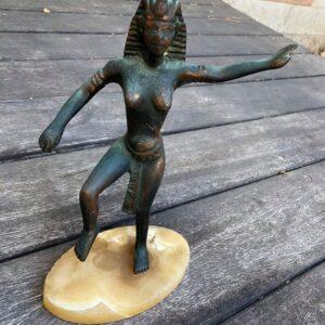 פסל מצרי מתכת תושבת אבן משקל: 978 גרם