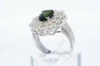 טבעת יוקרה כסף בשיבוץ דיופסיד 2.16 קרט בשיבוץ 162 טופז לבן